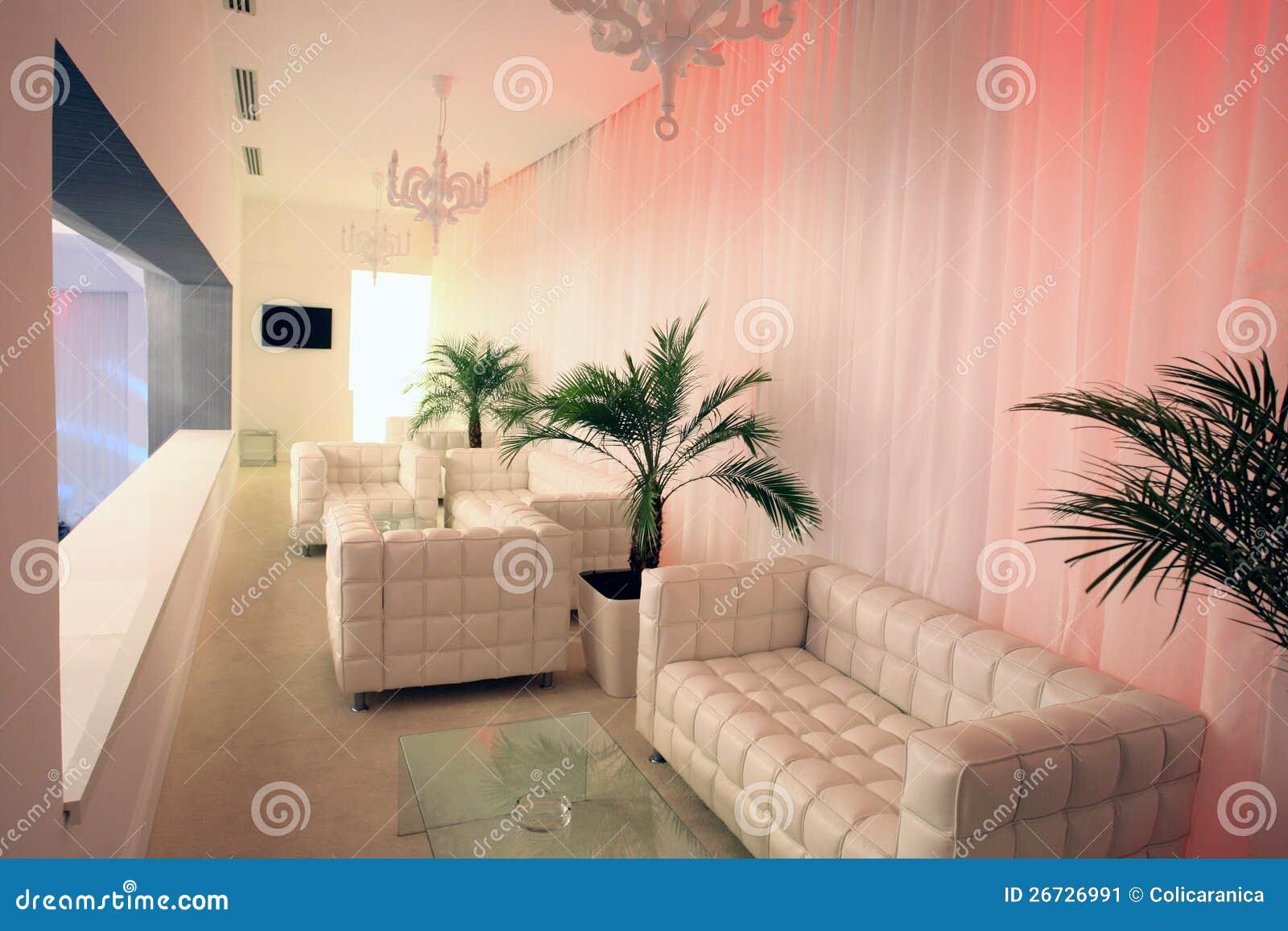 Salotto bianco immagine stock immagine 26726991 for Salotto bianco