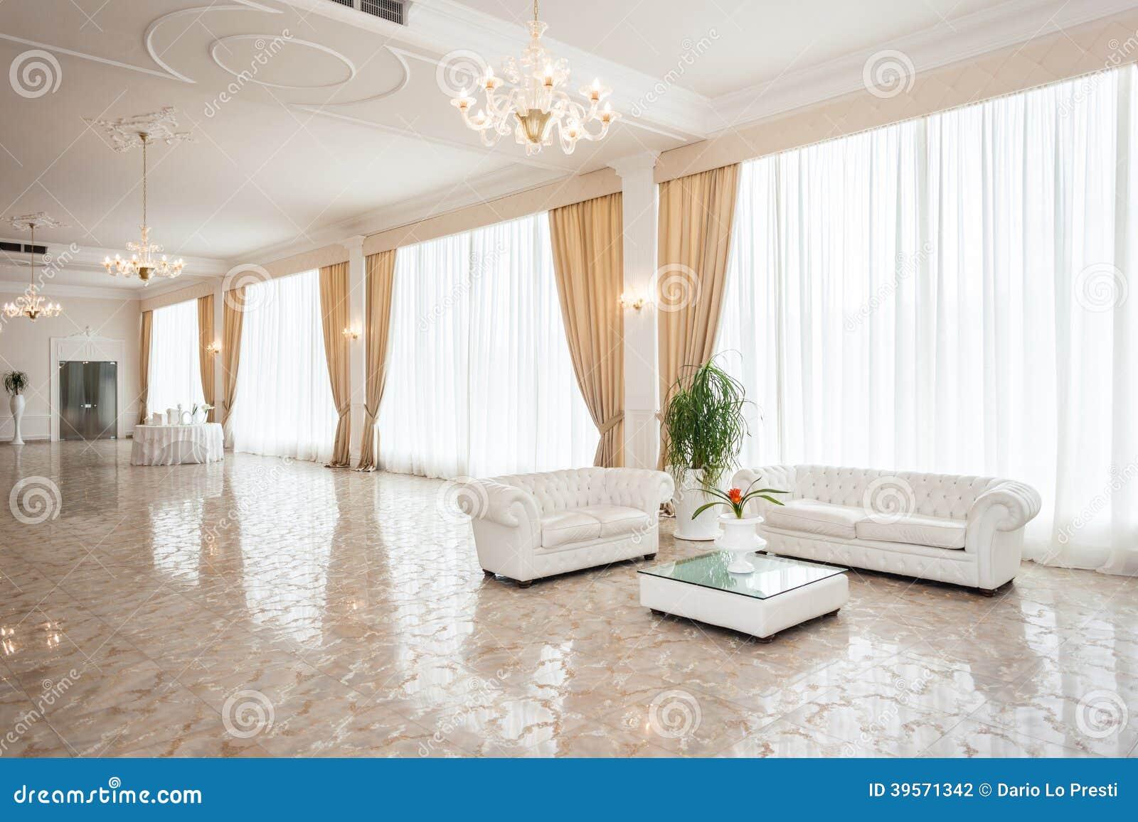 Salotto di lusso fotografia stock immagine 39571342 for Design di casa di lusso moderno