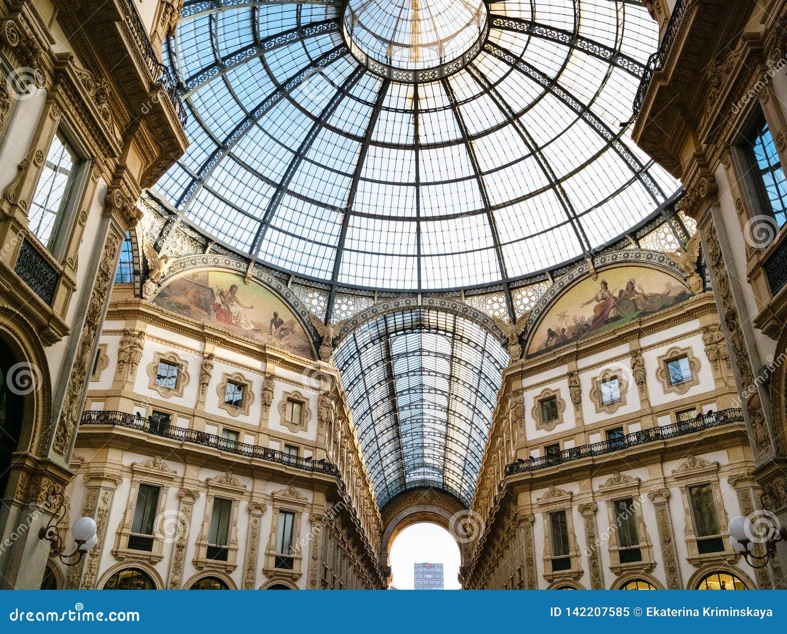 Salowy Galleria Vittorio Emanuele II w Mediolan