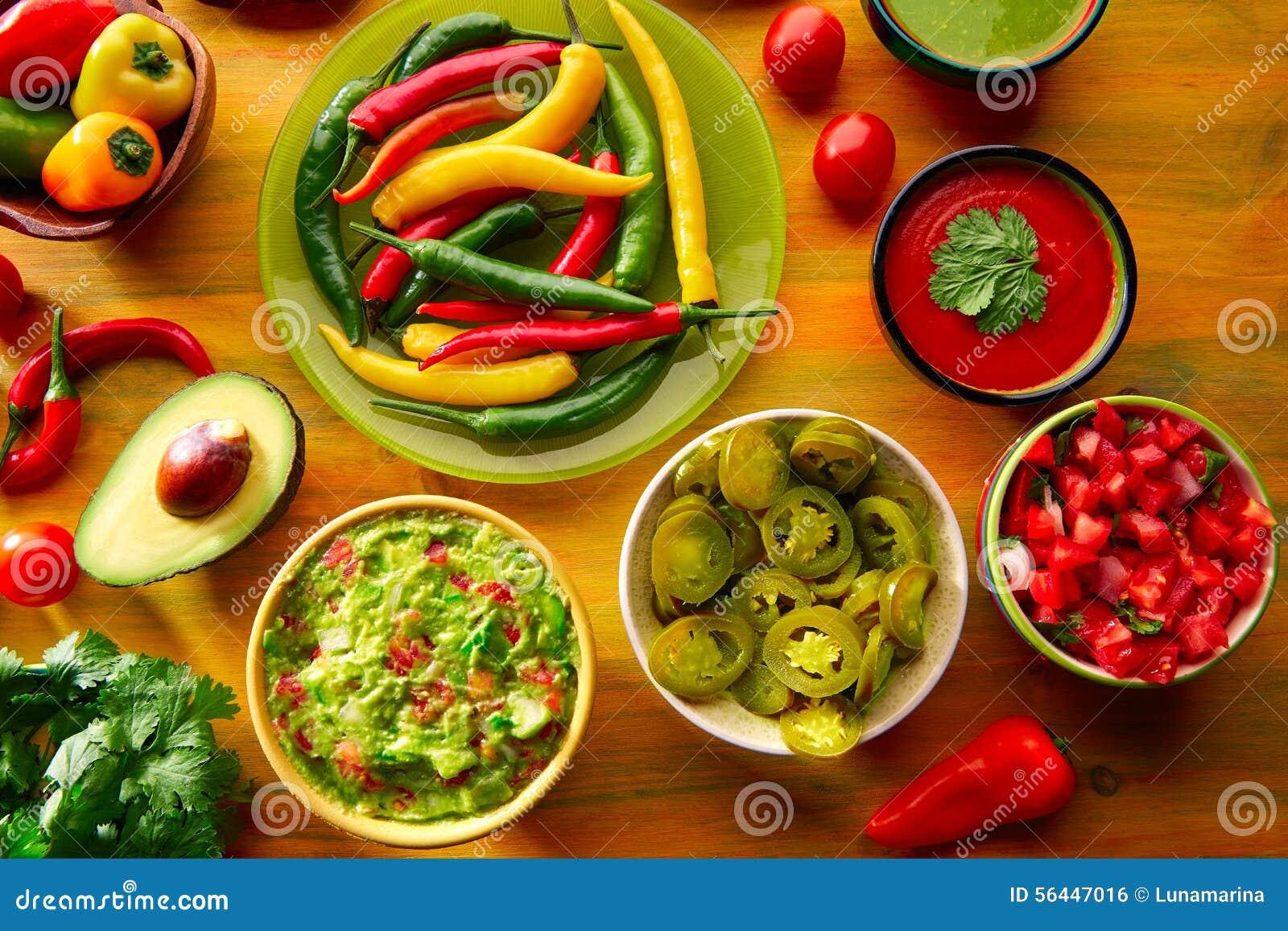 La comida mexicana mezcló la salsa de chile de los nachos del guacamole que  sumergía el queso cheddar lemon pico de Gallo eec8e7b8629