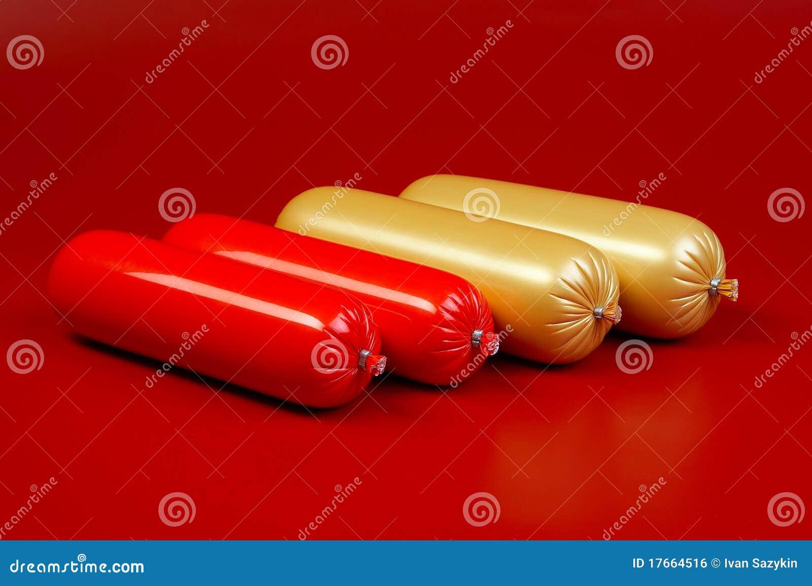 Salsiccia cotta su colore marrone