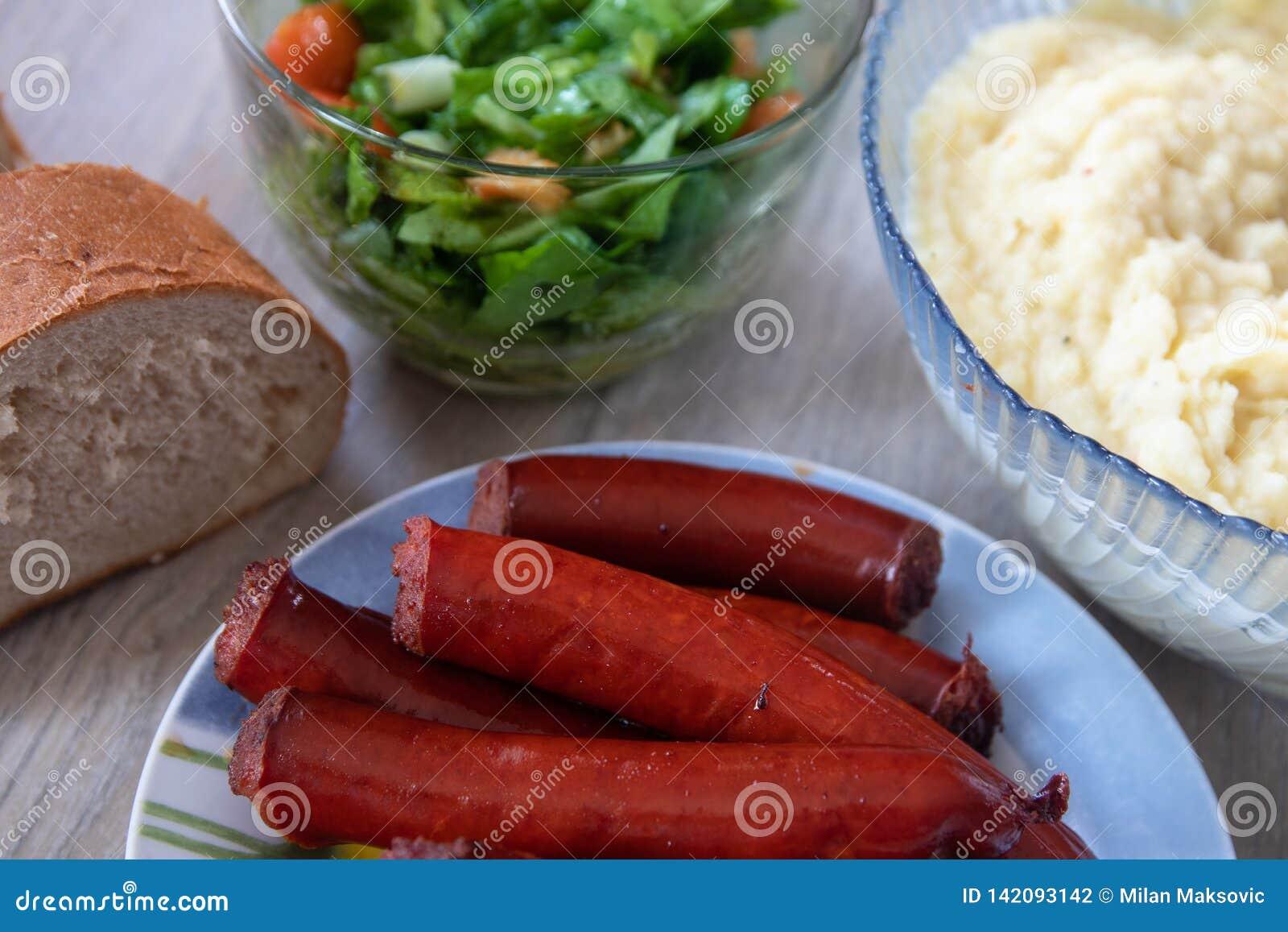 Salsicha fumado caseiro tradicional grelhada