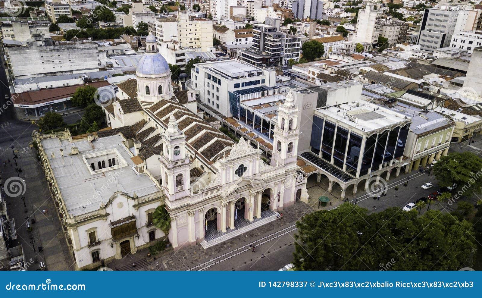 Salta/Salta/Argentina - 01 01 19: Ärkestift av Salta Utsmyckad domkyrka av det 19th århundradet arenaceous