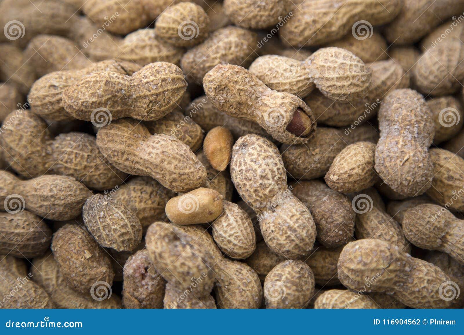 Salted peanuts or groundnut