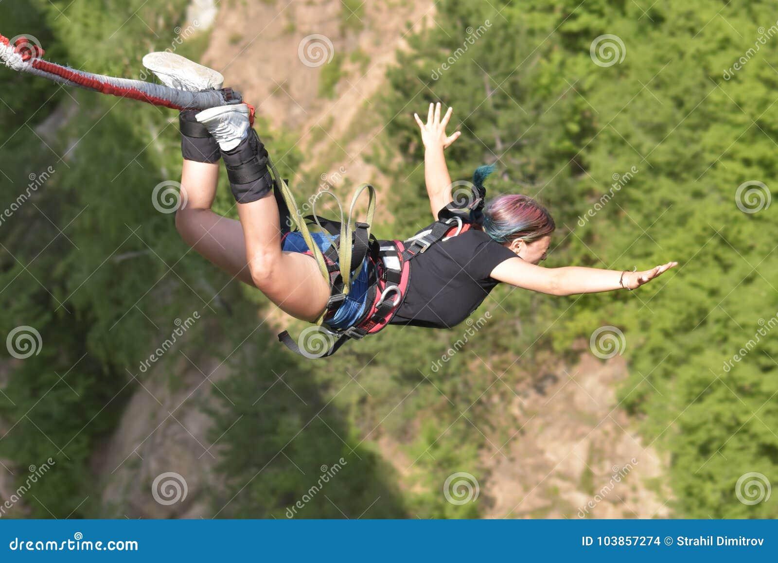 Salti dell ammortizzatore ausiliario, estremo e sport di divertimento