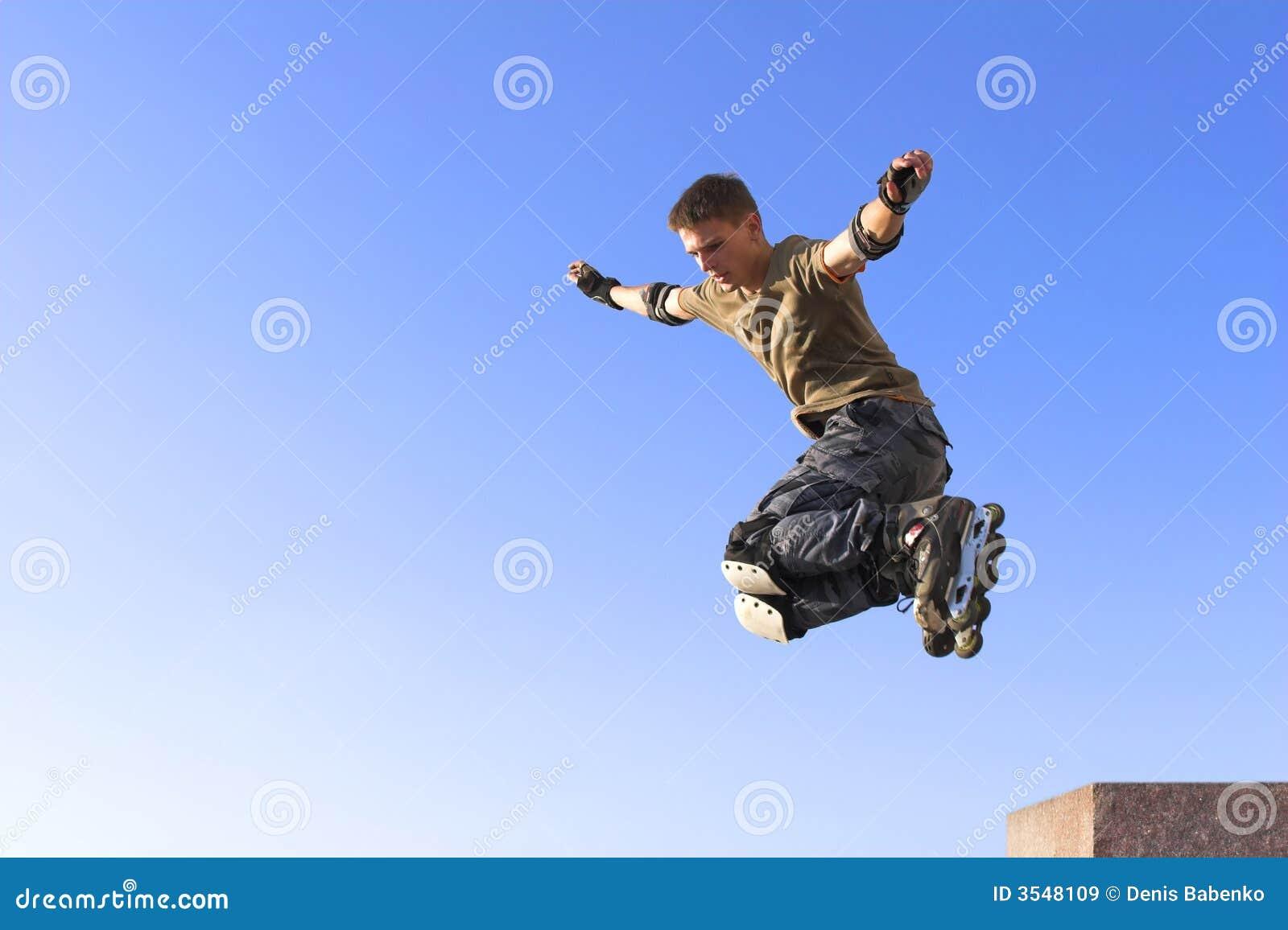 Salto ativo do menino do rolo