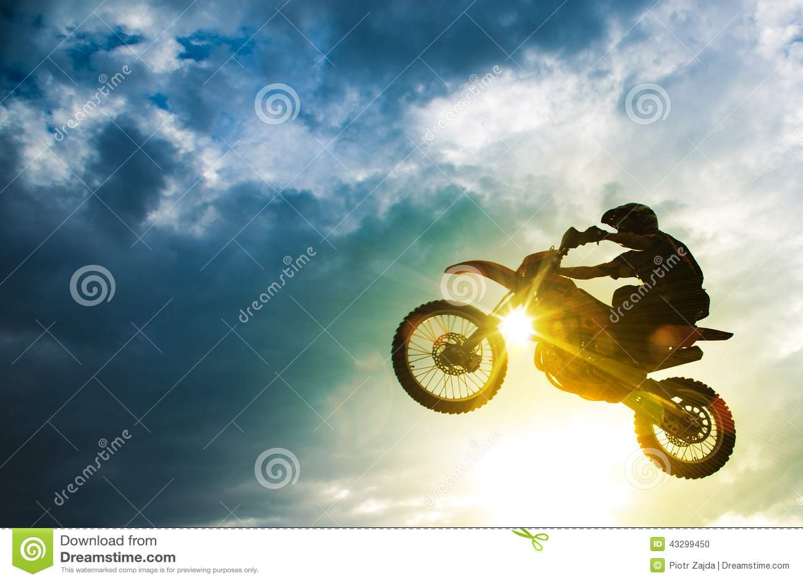 Salto da bicicleta do motocross