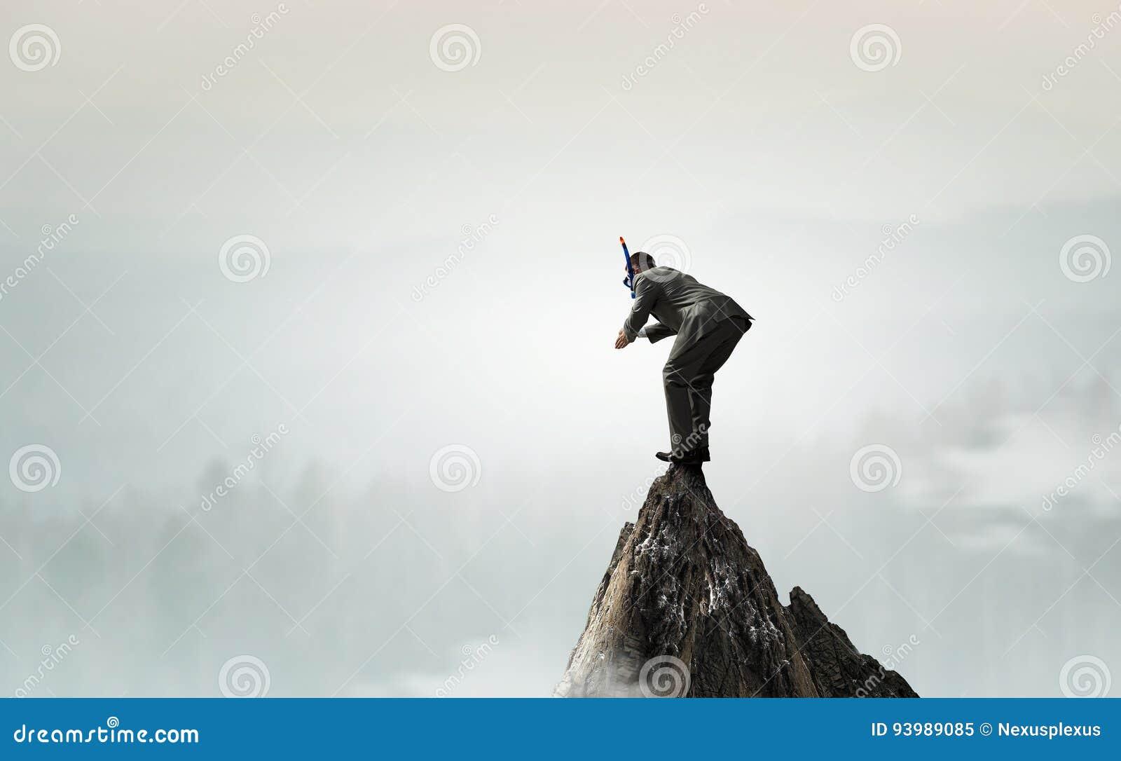 Salto del hombre de negocios del top