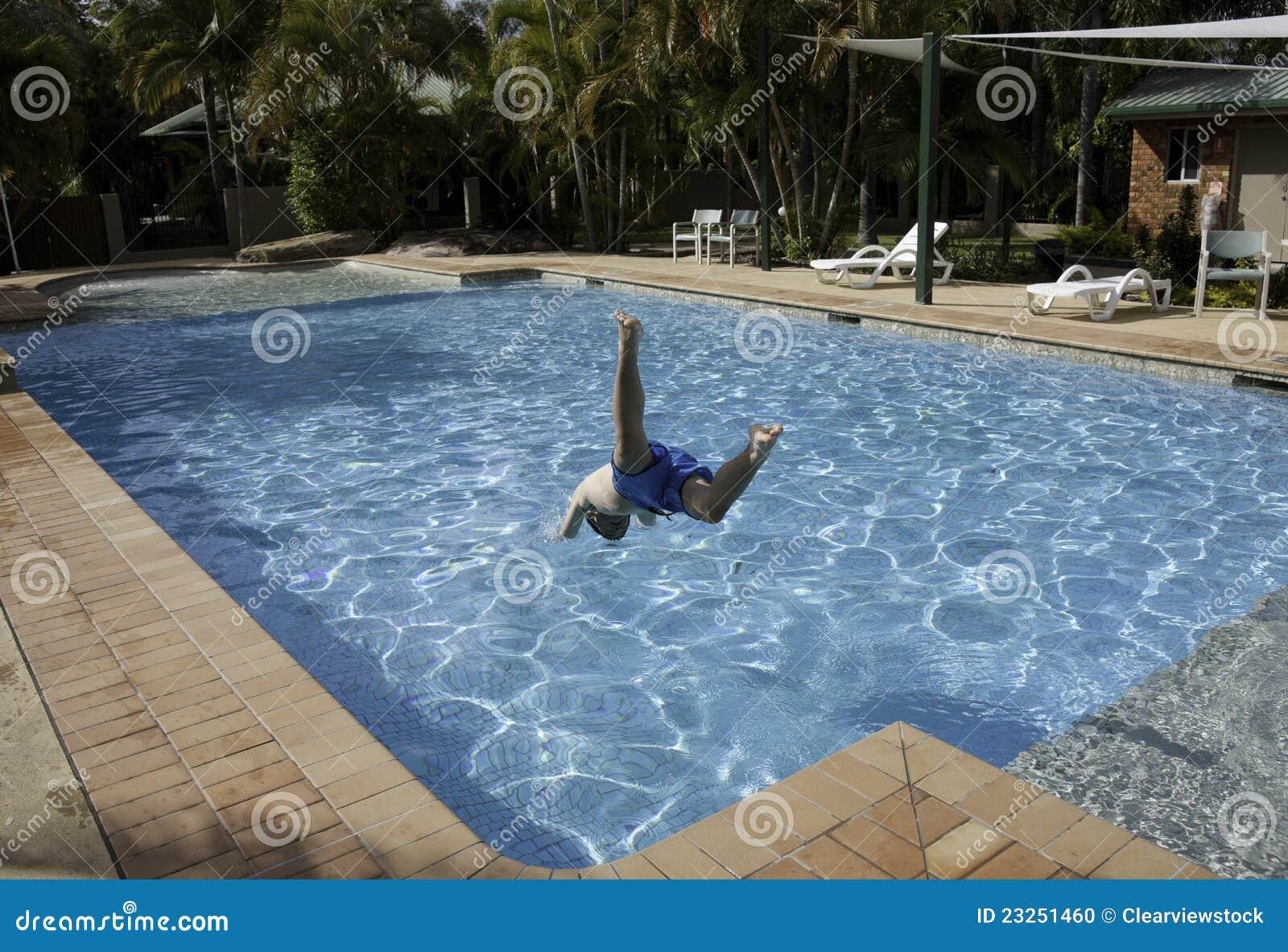 Salto na piscina foto de stock imagem 23251460 - Business plan piscina ...
