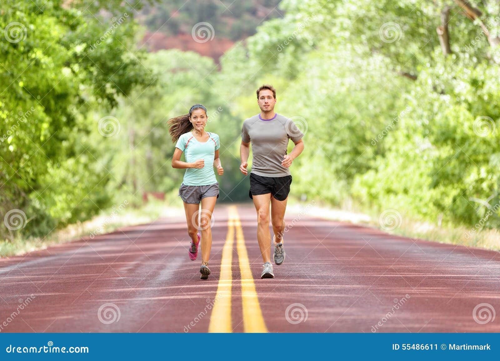 Salud y aptitud corrientes - corredores que activan