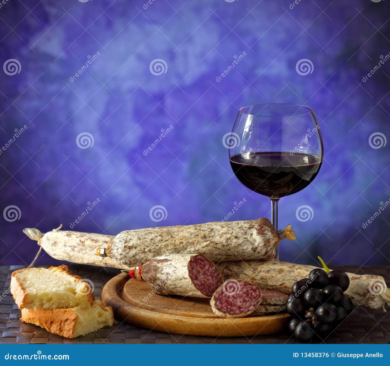Salumi, formaggi e vino