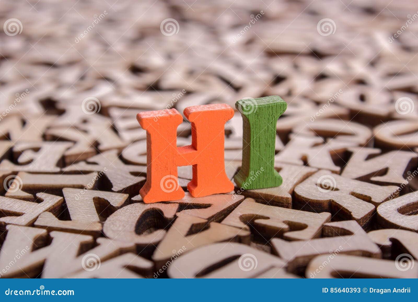 Salut mot fait de lettres en bois
