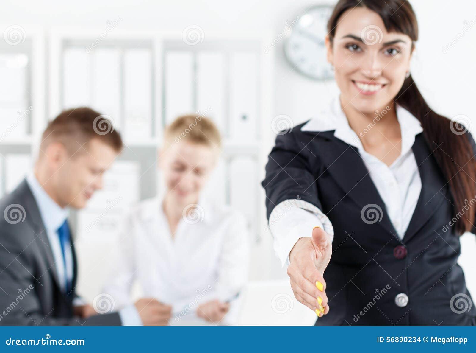 Saluto e gesto convenzionali di accoglienza