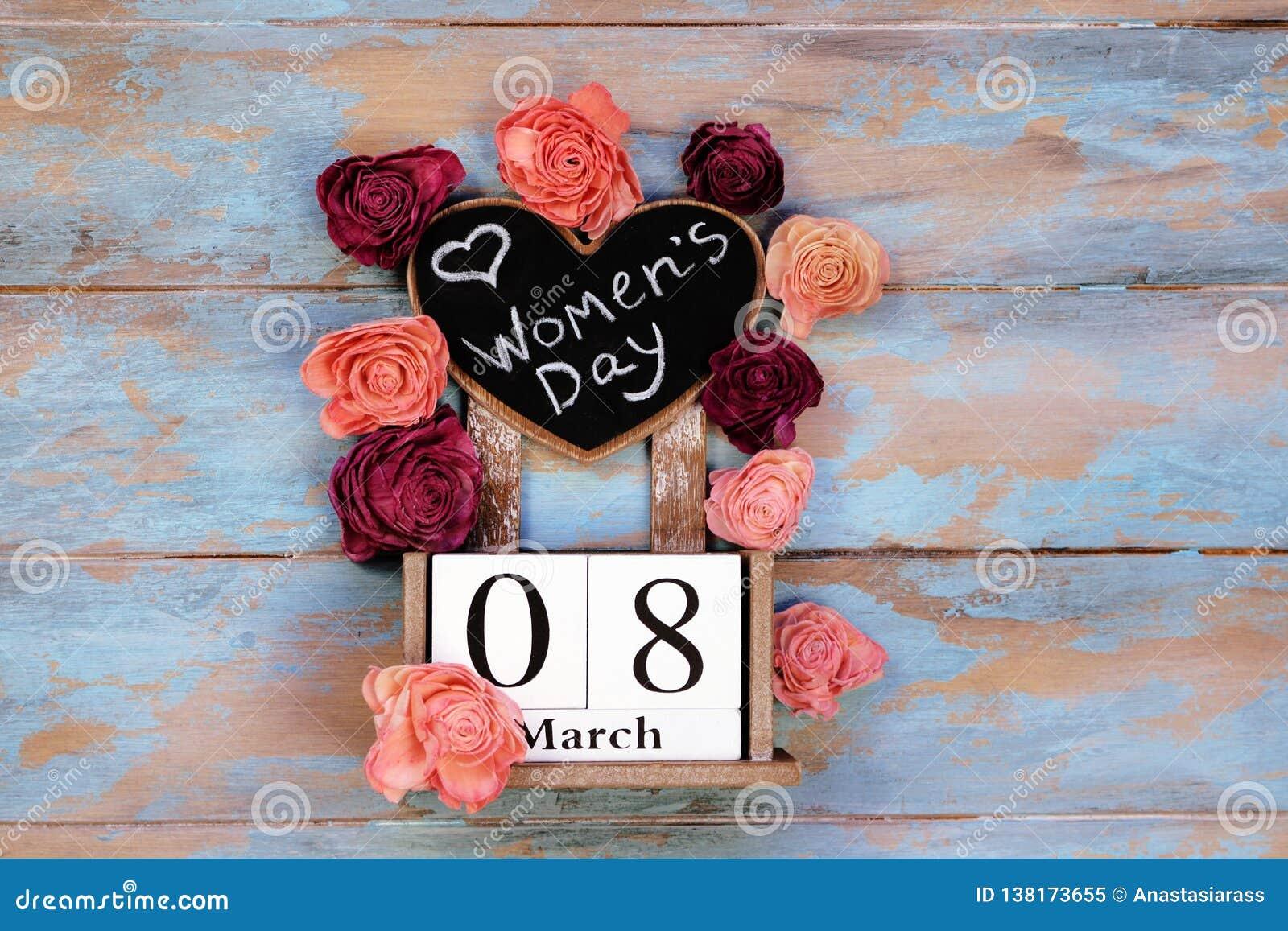 Salvar o calendário de bloco da data para o dia das mulheres internacionais, o 8 de março, com quadro, ao lado das flores das ros