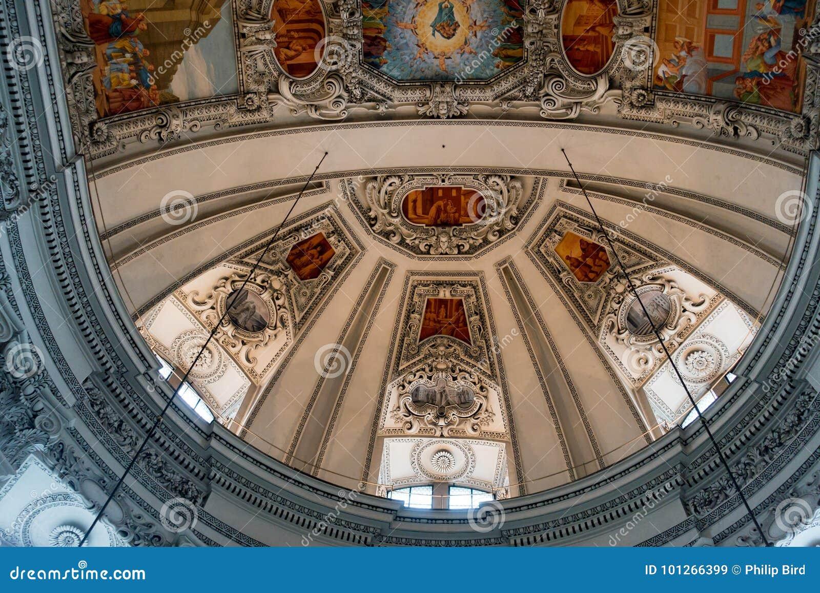 SALZBURG/AUSTRIA - 19-ОЕ СЕНТЯБРЯ: Взгляд потолка в Salzbur