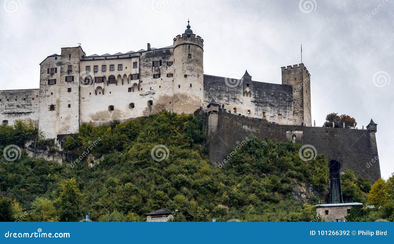 SALZBURG/AUSTRIA - 19 SEPTEMBER: Mening van het Kasteel in Salzburg