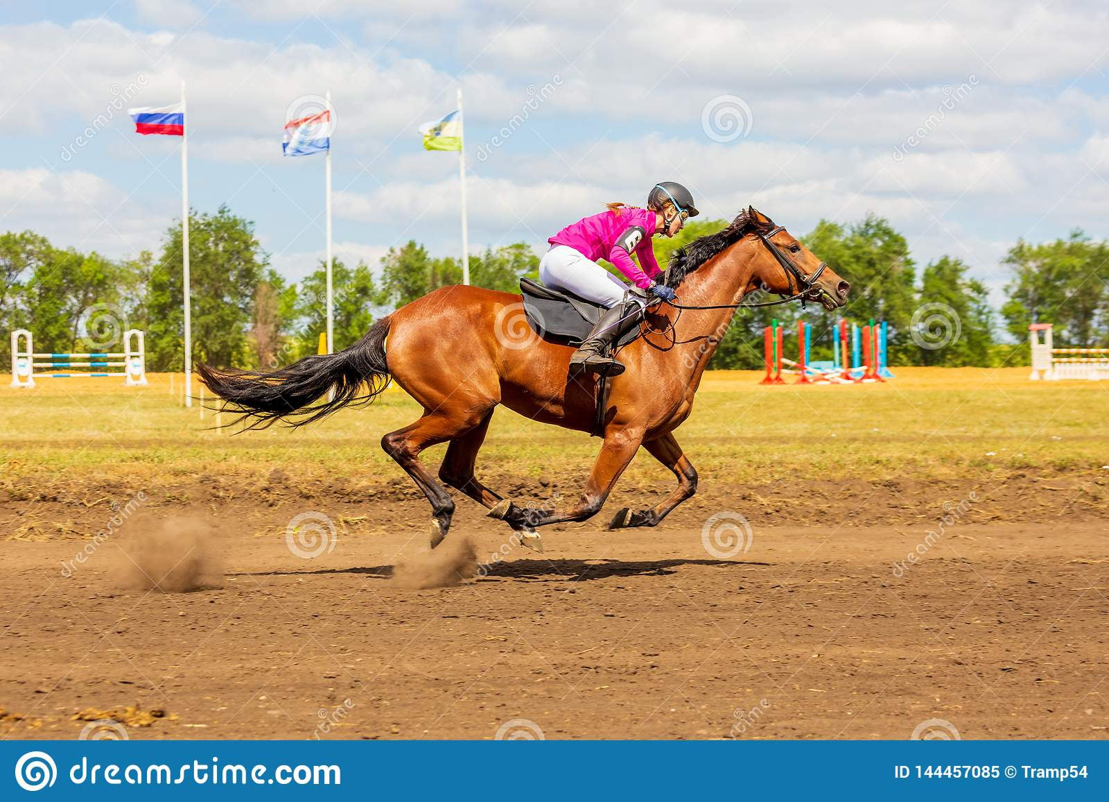 Samara, ao?t 2018 : Une fille participe ? cheval ? la course de chevaux
