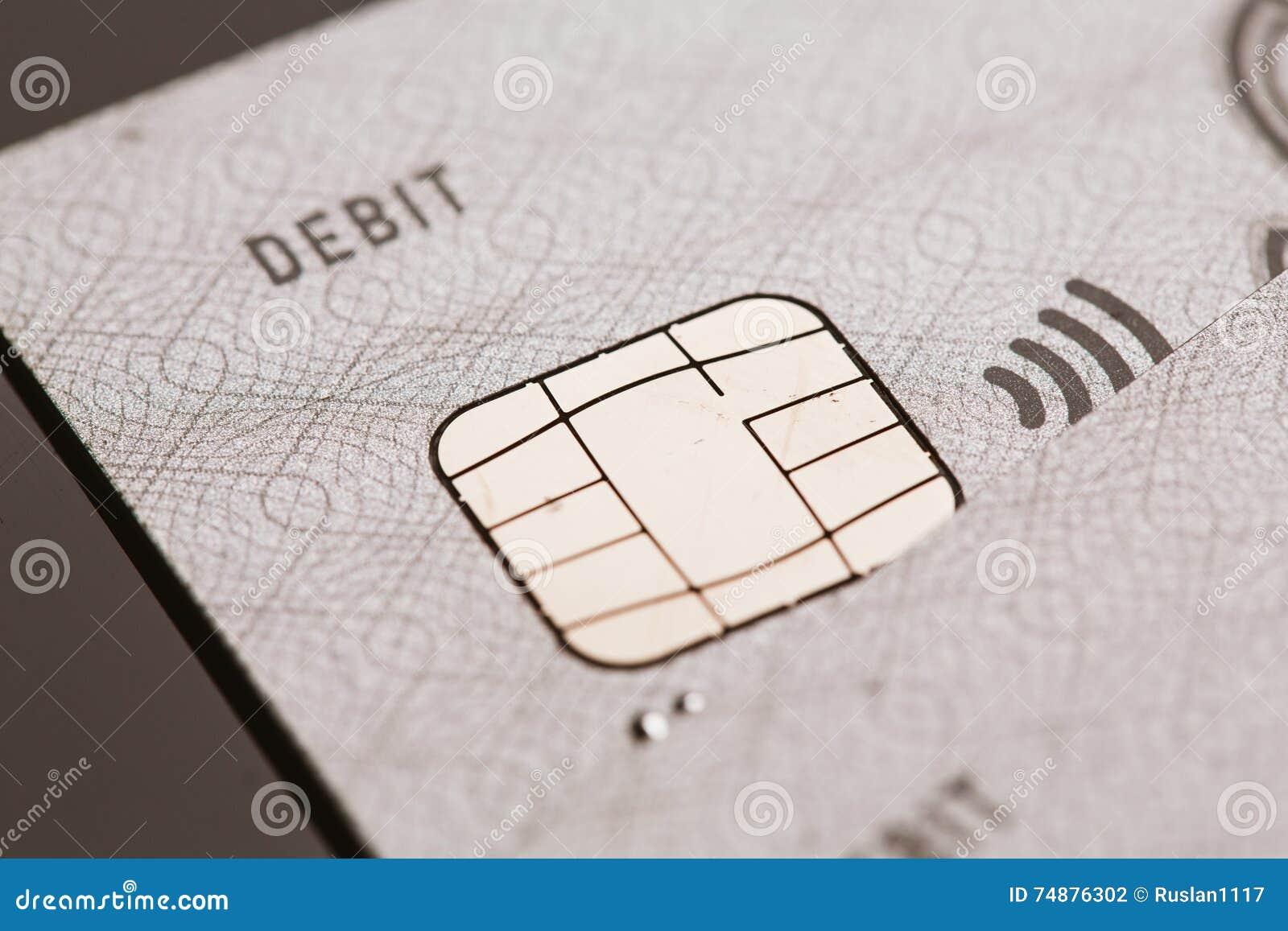 Samara, Rússia 25 de julho 2016: pagamento sem contato do sinal da microplaqueta do cartão de crédito do visto do débito