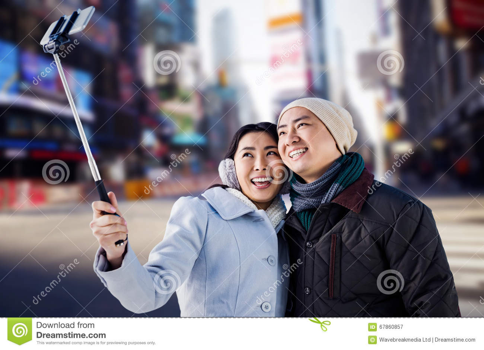 Samengesteld beeld die van glimlachend paar selfie nemen