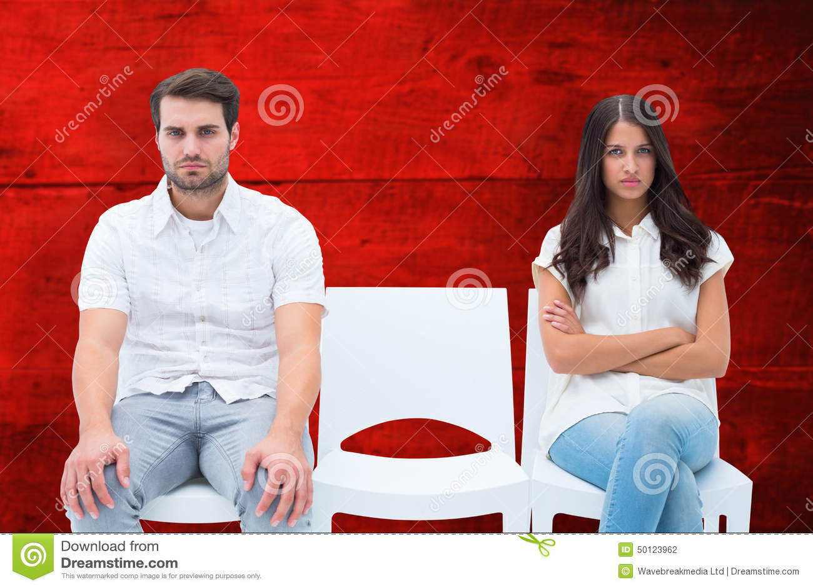 Samengesteld beeld van boos paar die na argument spreken niet