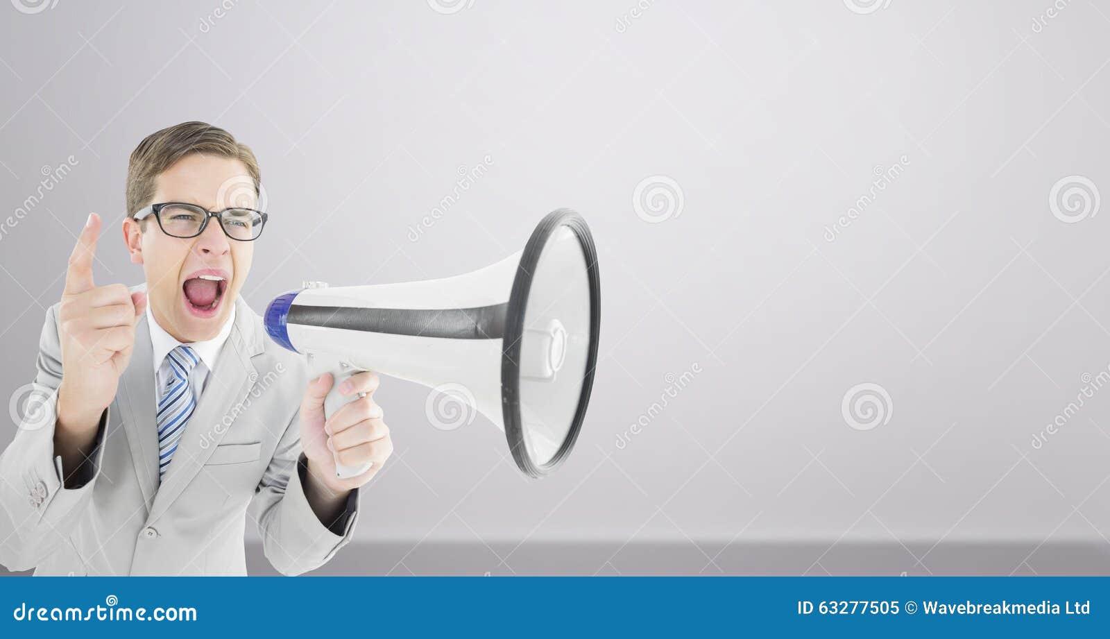 Samengesteld beeld van het geeky zakenman schreeuwen door megafoon stock afbeelding afbeelding - Beeld het meisje van ...