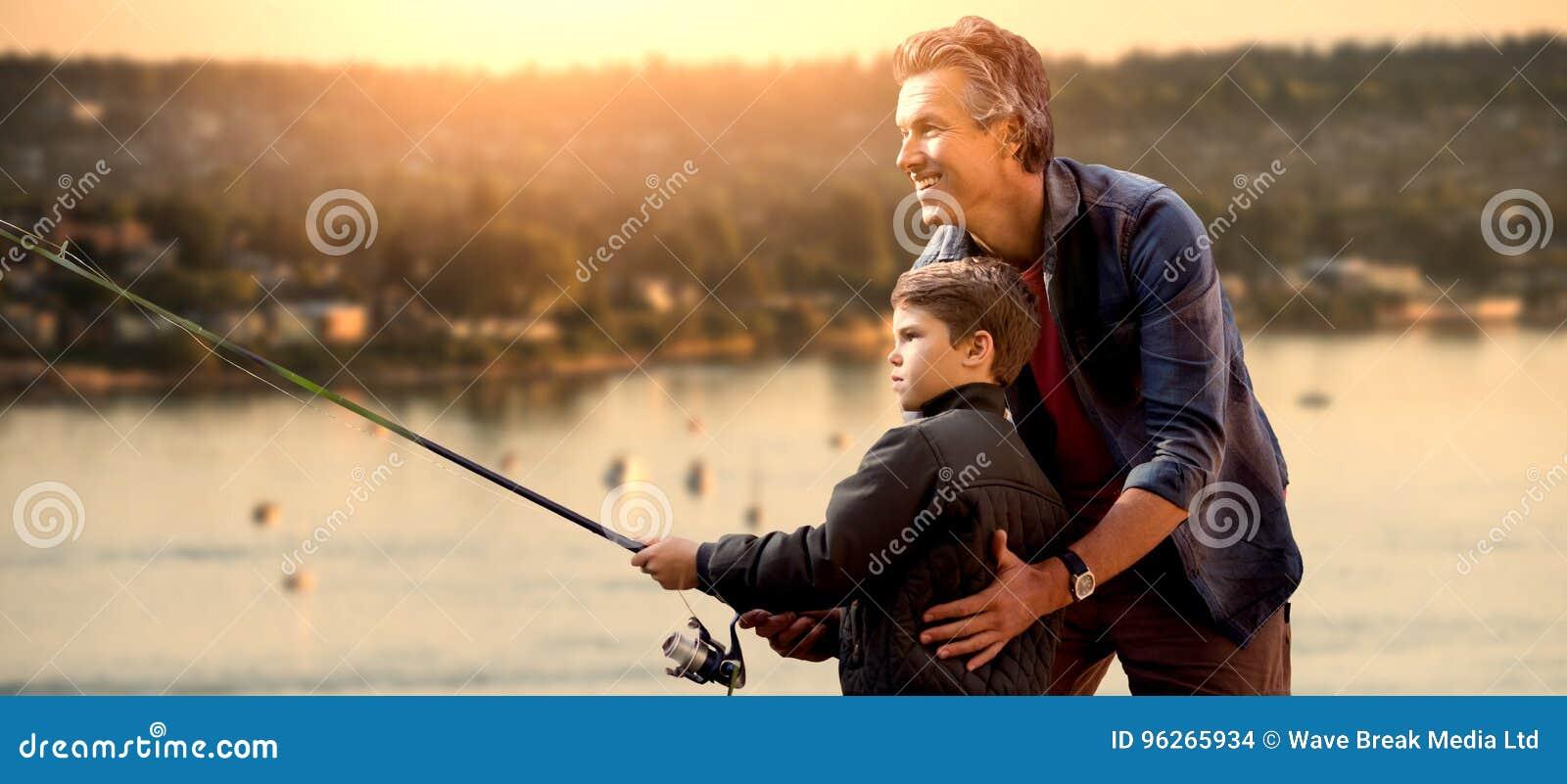 Samengesteld beeld van vader die zijn zoon visserij onderwijzen