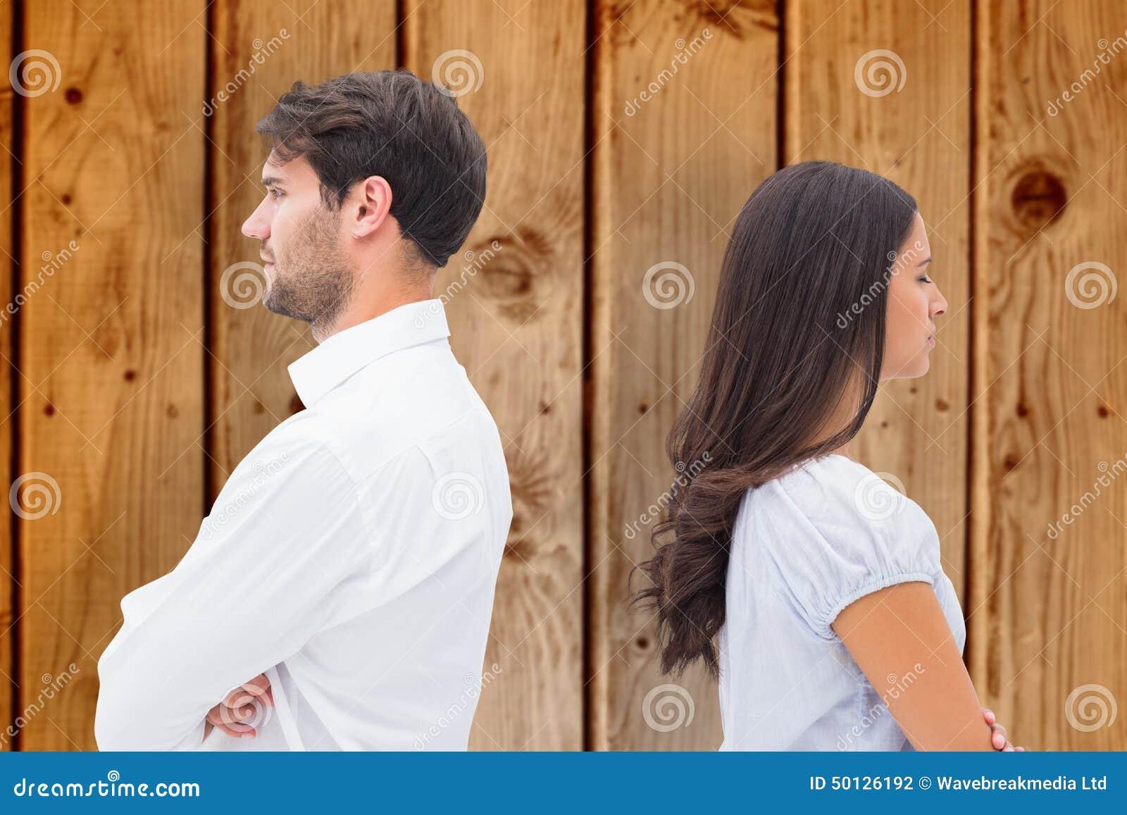 Samengesteld beeld van verstoord paar die aan elkaar na strijd spreken niet