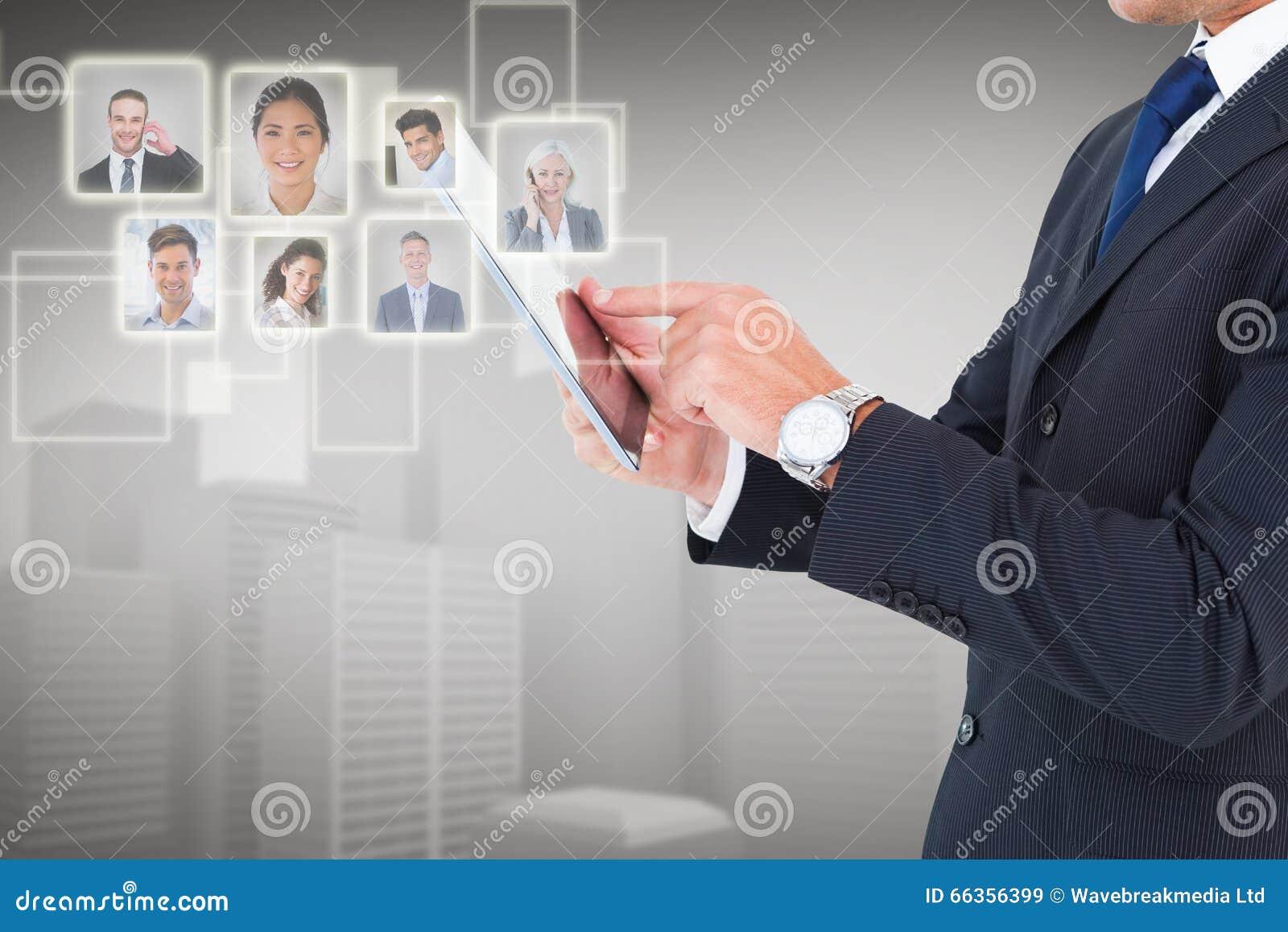 Samengesteld beeld van zakenman in kostuum die digitale tablet gebruiken