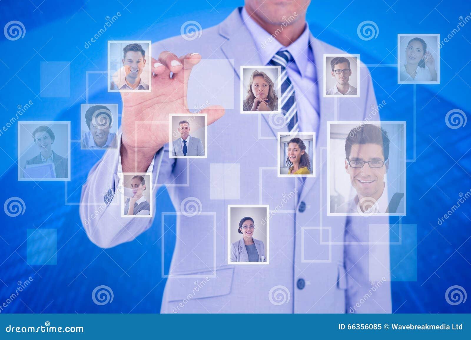Samengesteld beeld van zakenman wat betreft het onzichtbare scherm