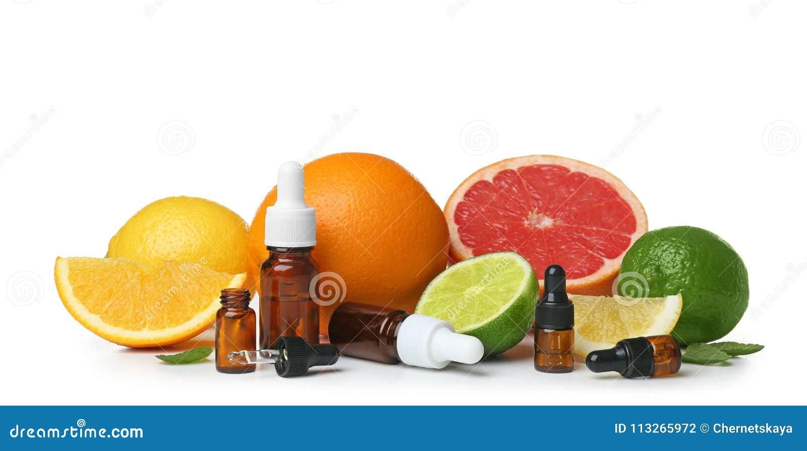 Samenstelling met flessen citrusvruchtenetherische oliën