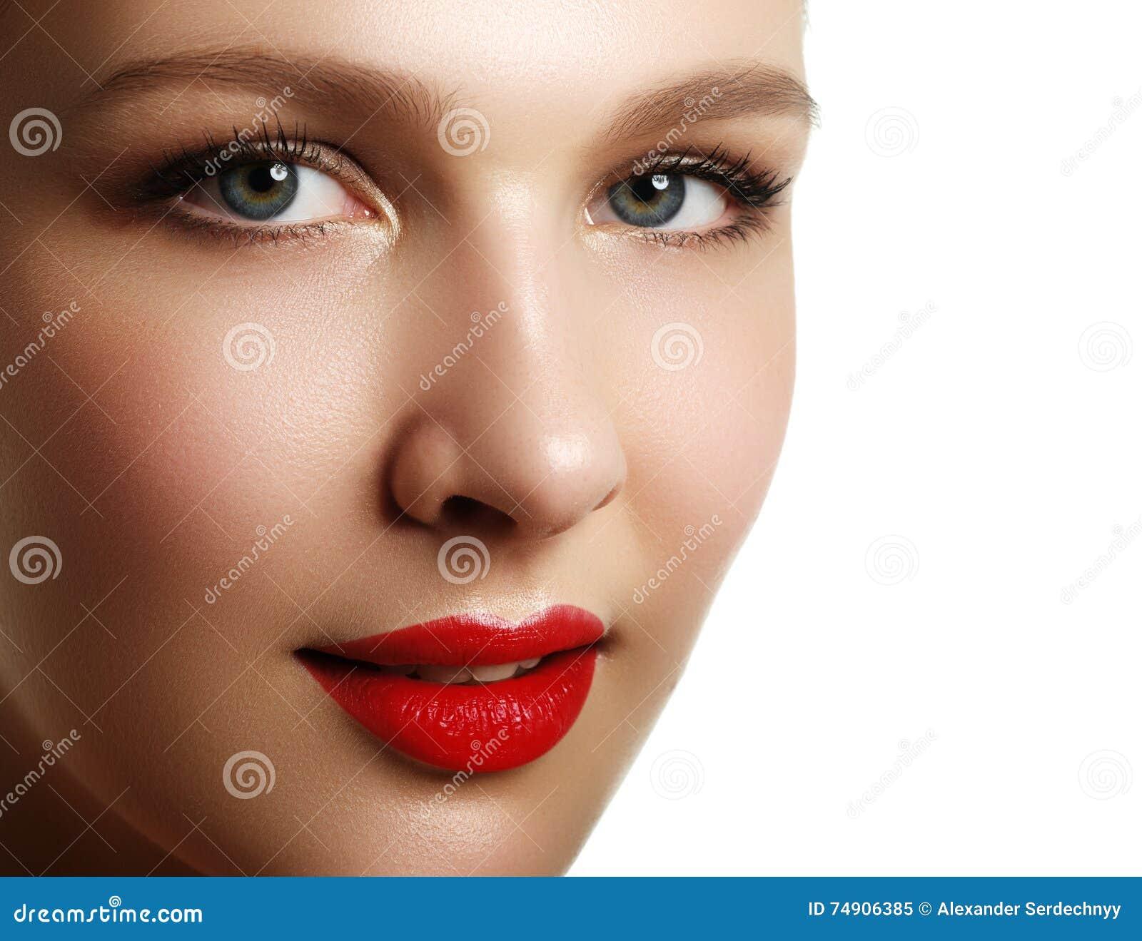 Samenstelling & schoonheidsmiddelen Close-upportret van mooie vrouw modelf