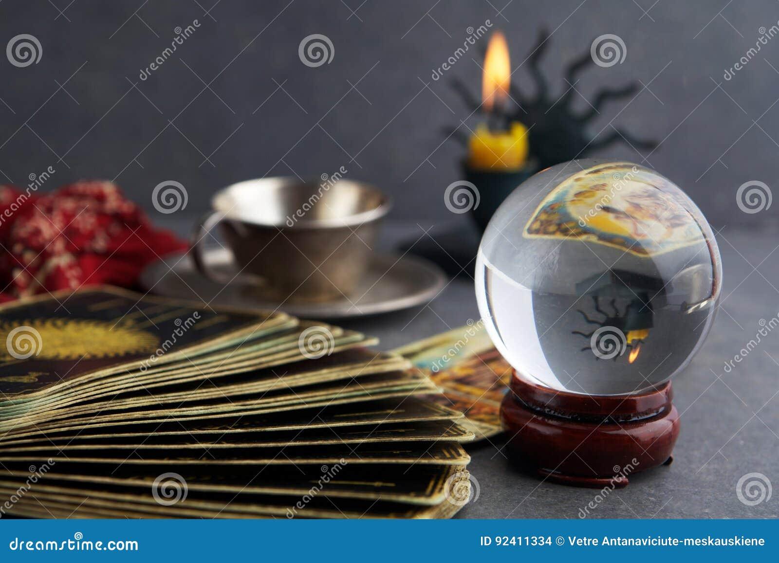 Samenstelling van esoterische die voorwerpen, voor het helen en fortuin-vertelt wordt gebruikt