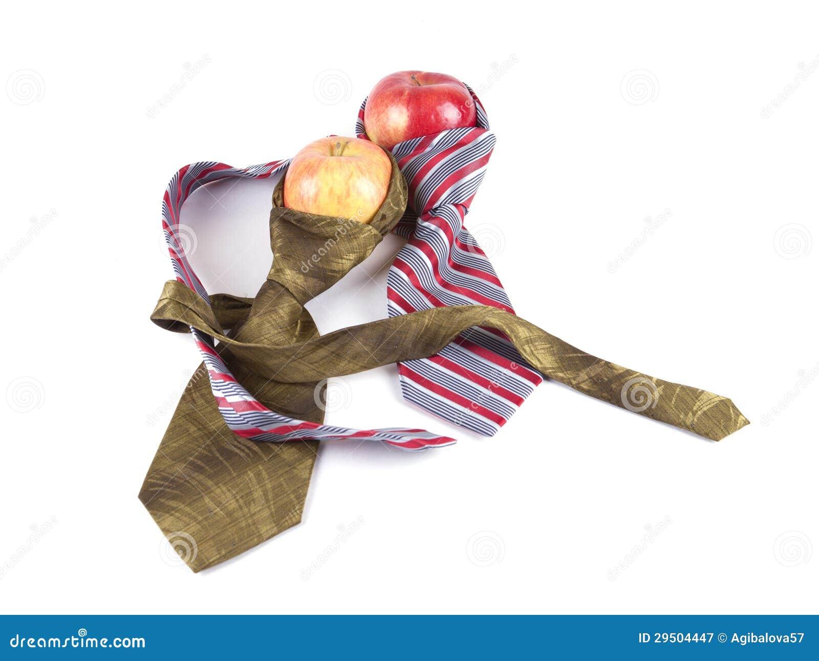 Samenstelling van twee rode appelen en twee banden