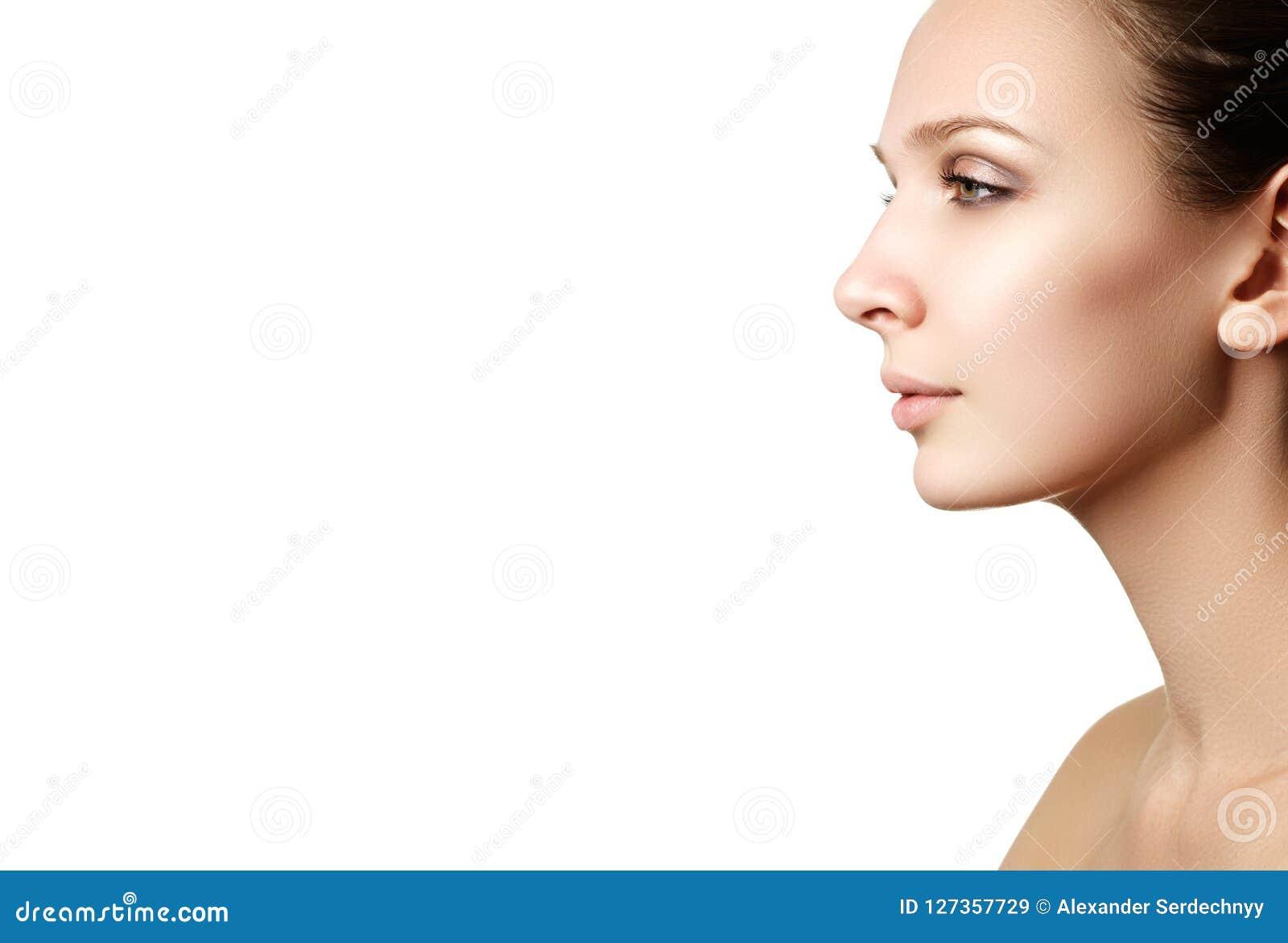 Samenstellingsschoonheidsmiddelen Close-upportret van mooie vrouw modelf
