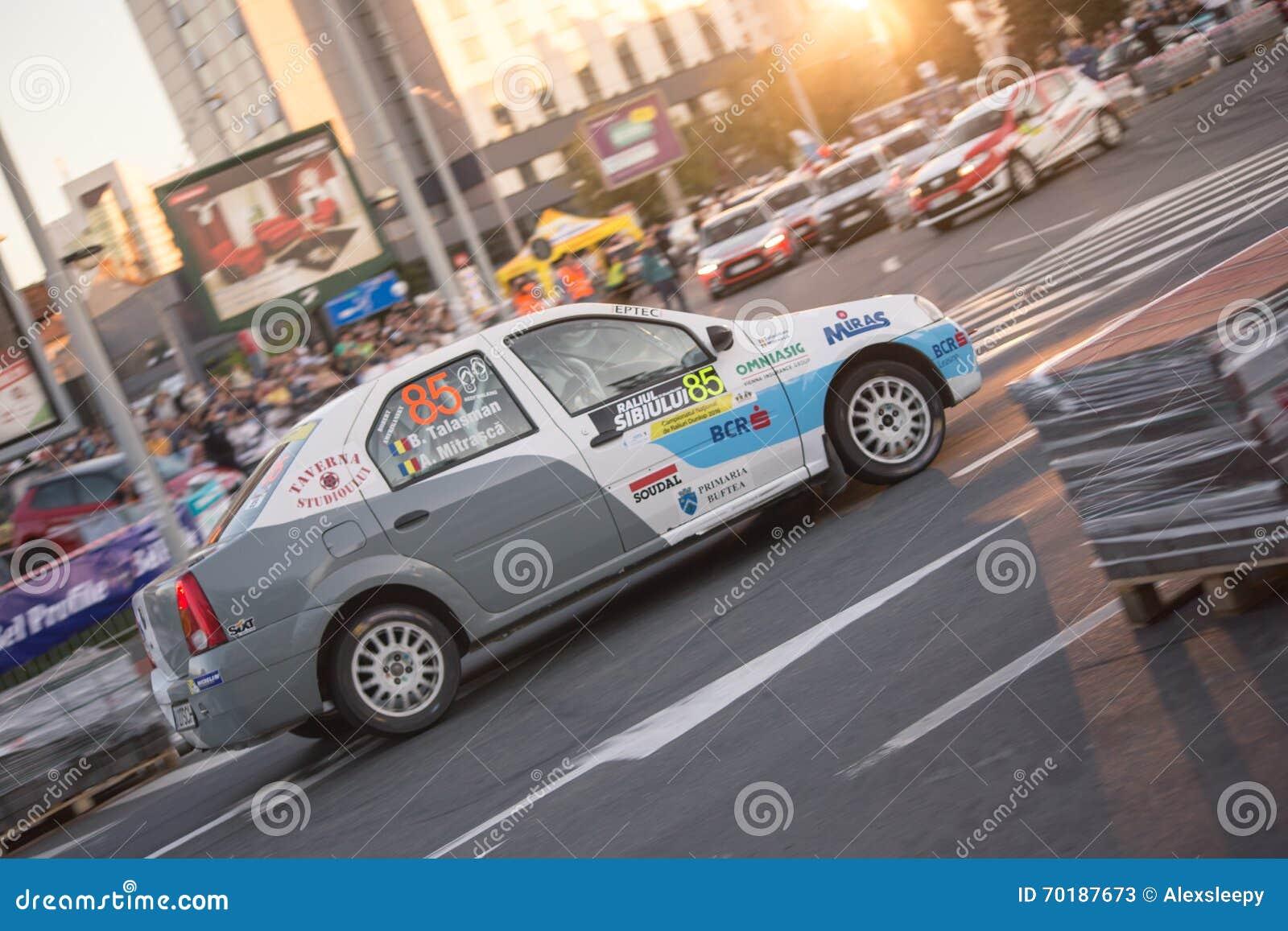 Samla bilen under det stads- loppet