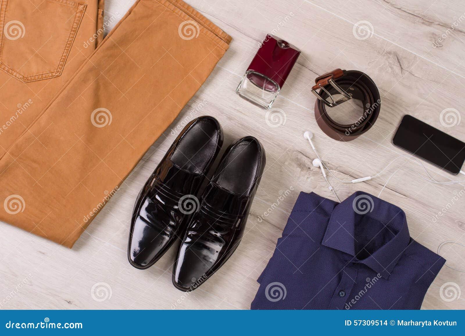 Samling av mäns kläder och tillbehör