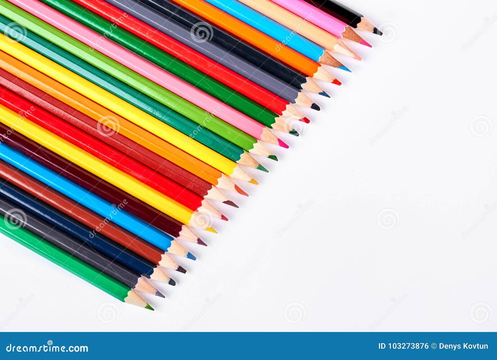 Samling av mångfärgade blyertspennor för att dra