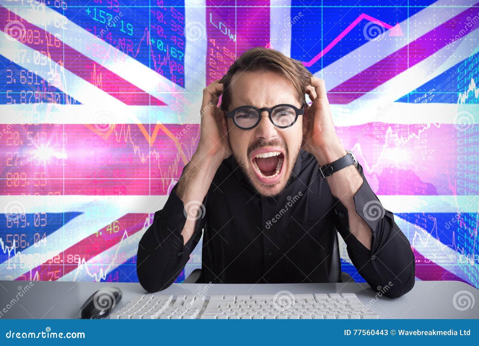 Sammansatt bild av affärsmannen som skriker med hans händer på framsida