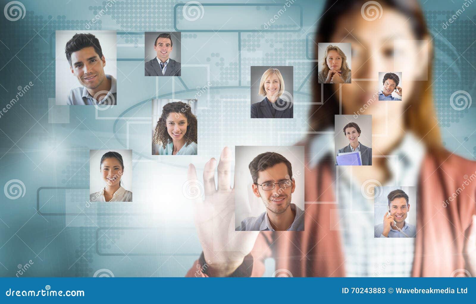 Sammansatt bild av den allvarliga affärskvinnan som visar henne händer