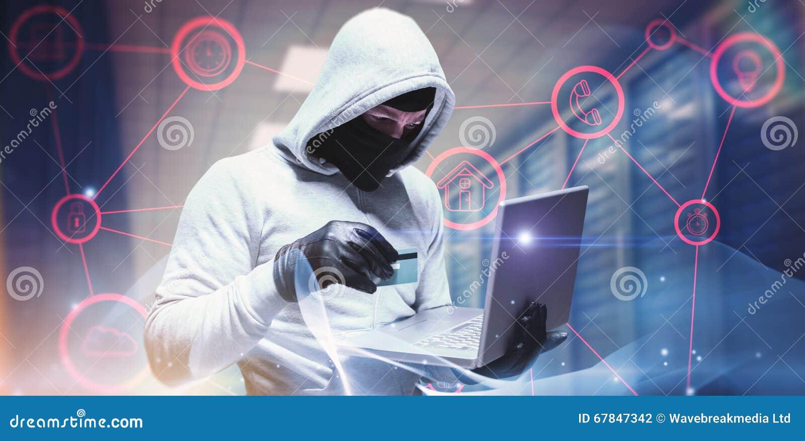 Sammansatt bild av en hacker som använder bärbara datorn för att stjäla identitet