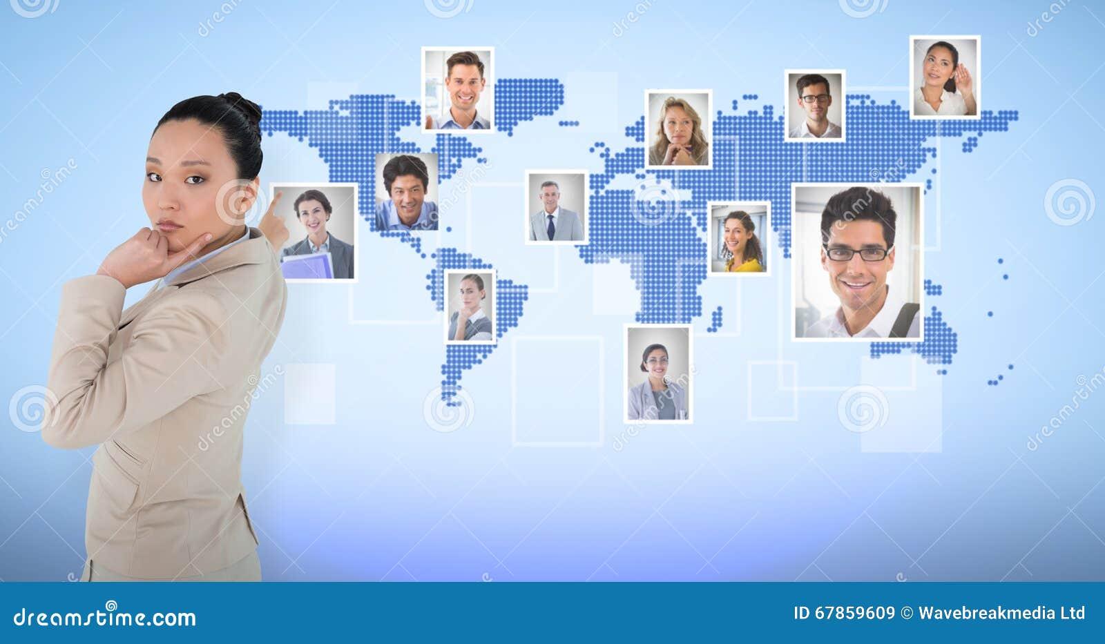 Sammansatt bild av fundersamt asiatiskt peka för affärskvinna