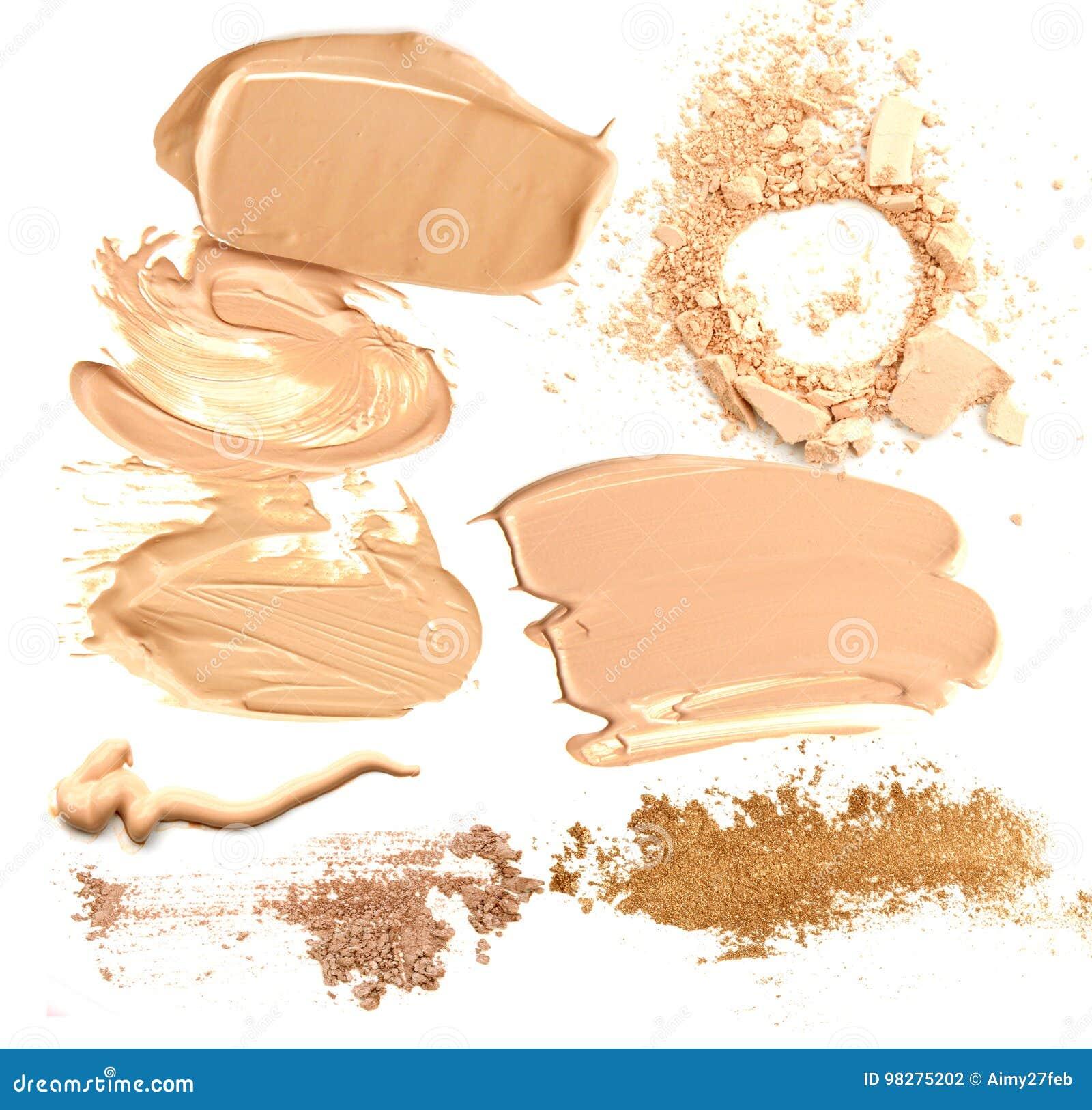 Sammlung beige Grundlage und Pulver zerquetschte kosmetische Produkte auf einem weißen Hintergrund