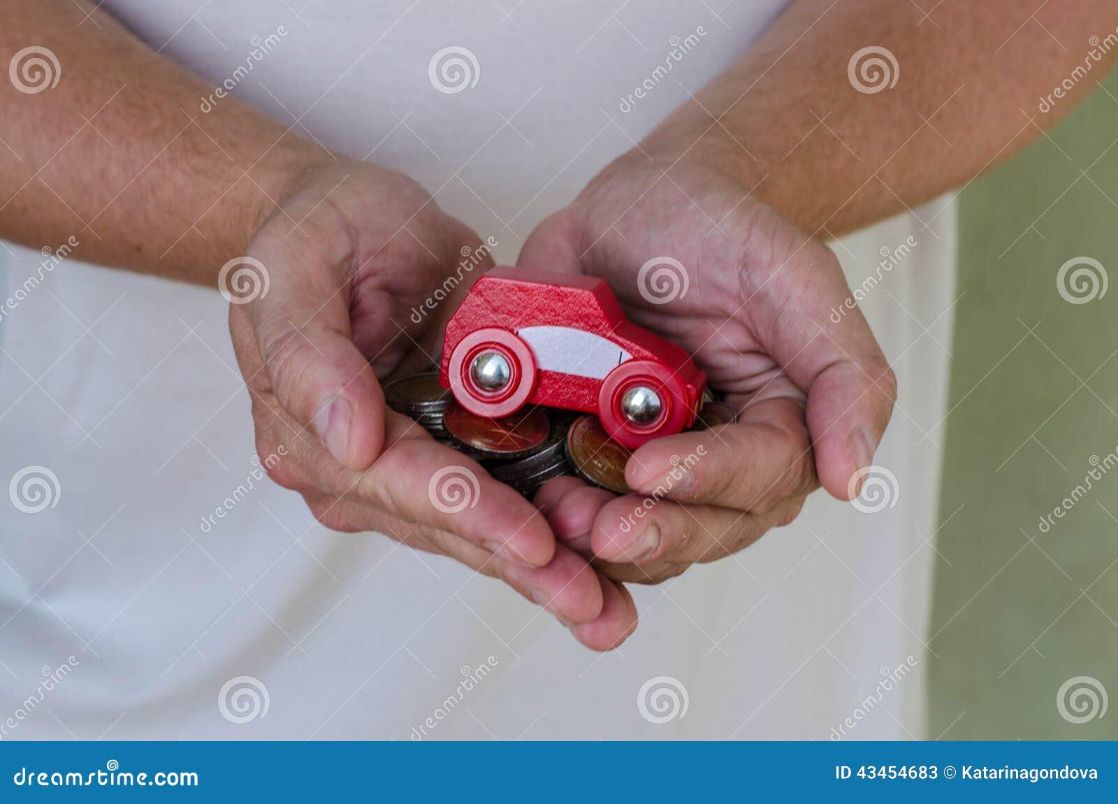 Samochód i pieniądze w rękach