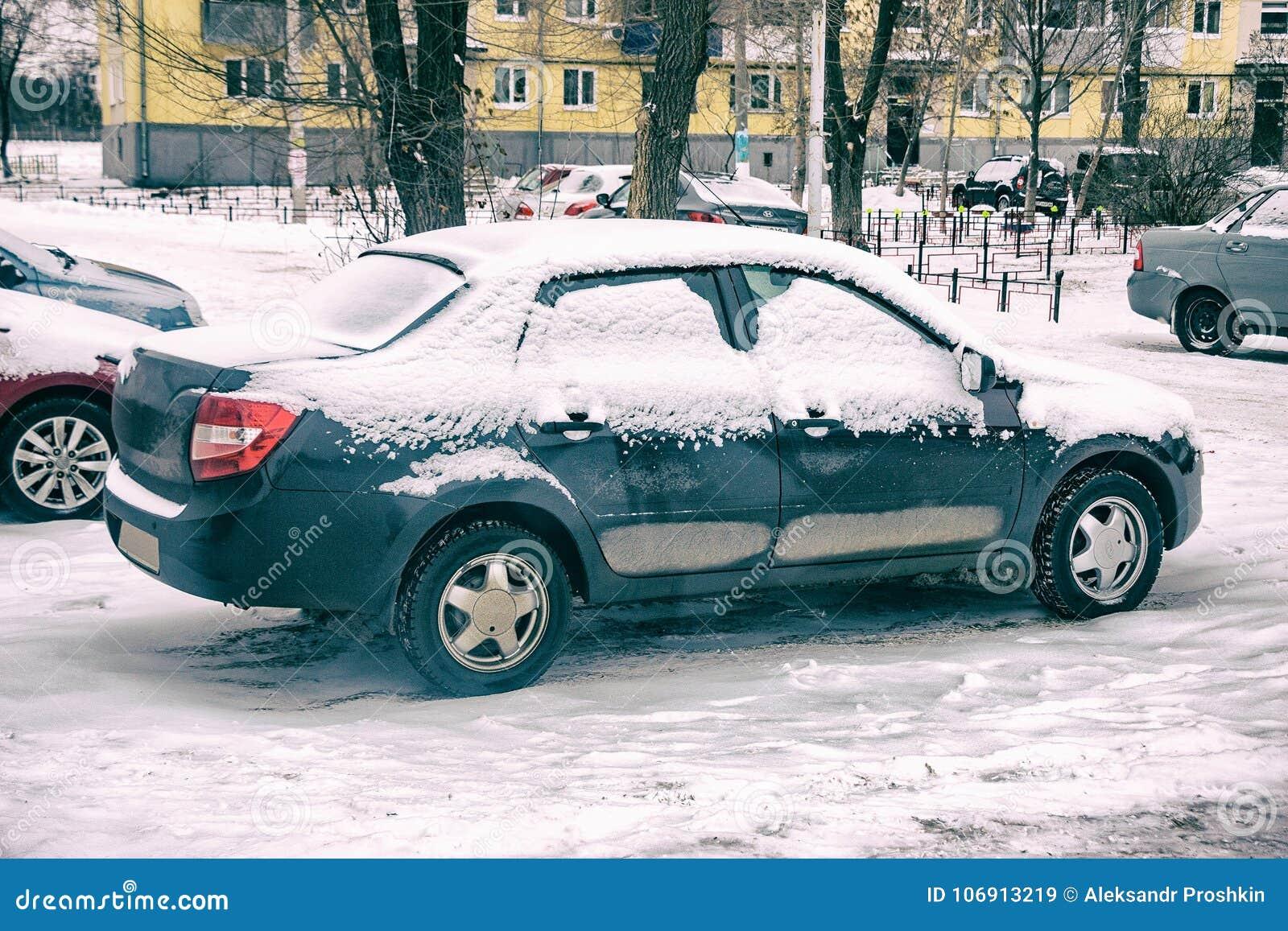 Samochód objętych śnieg