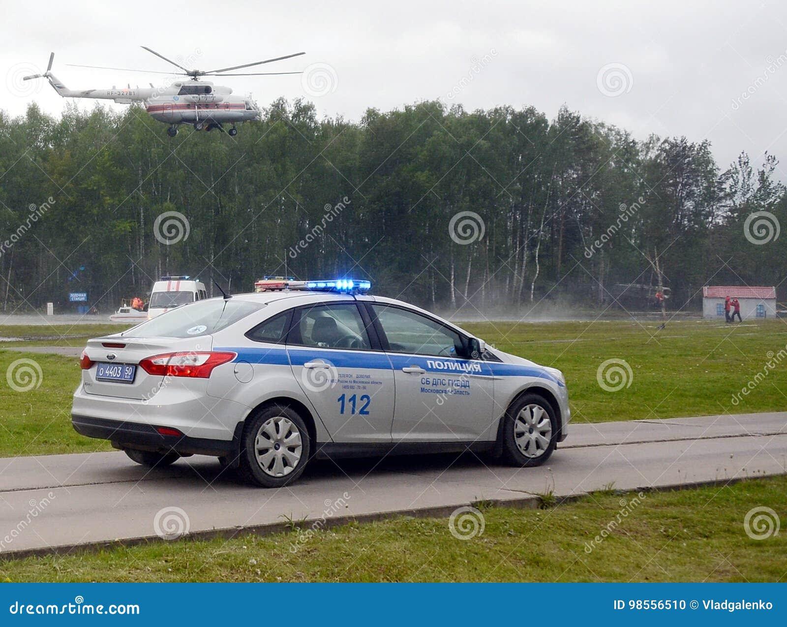 Samochód policyjny i helikopter emergencies ministerstwo z powodu Noginsk ratuneku ześrodkowywamy