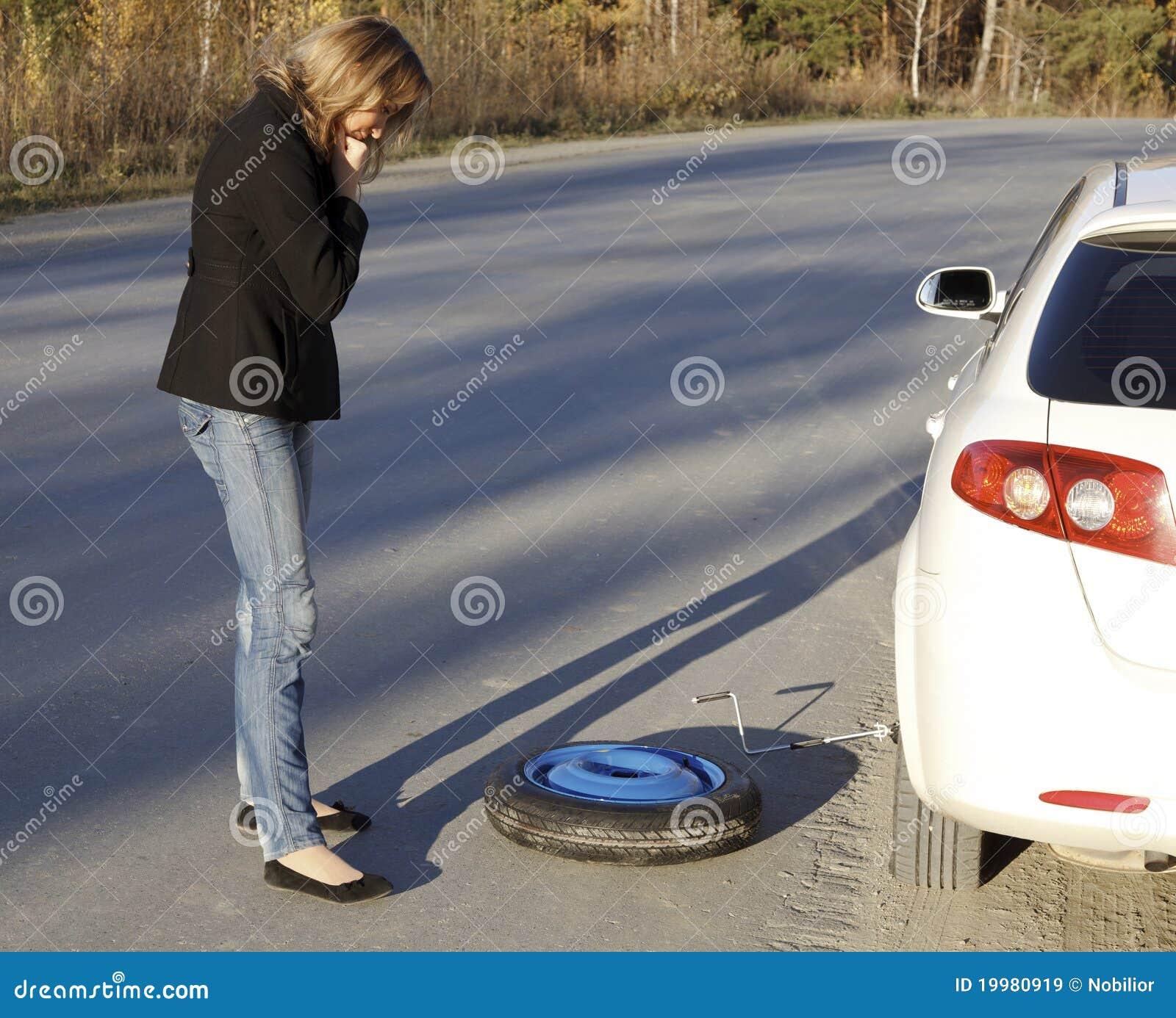 Samochód uszkadzająca kobieta