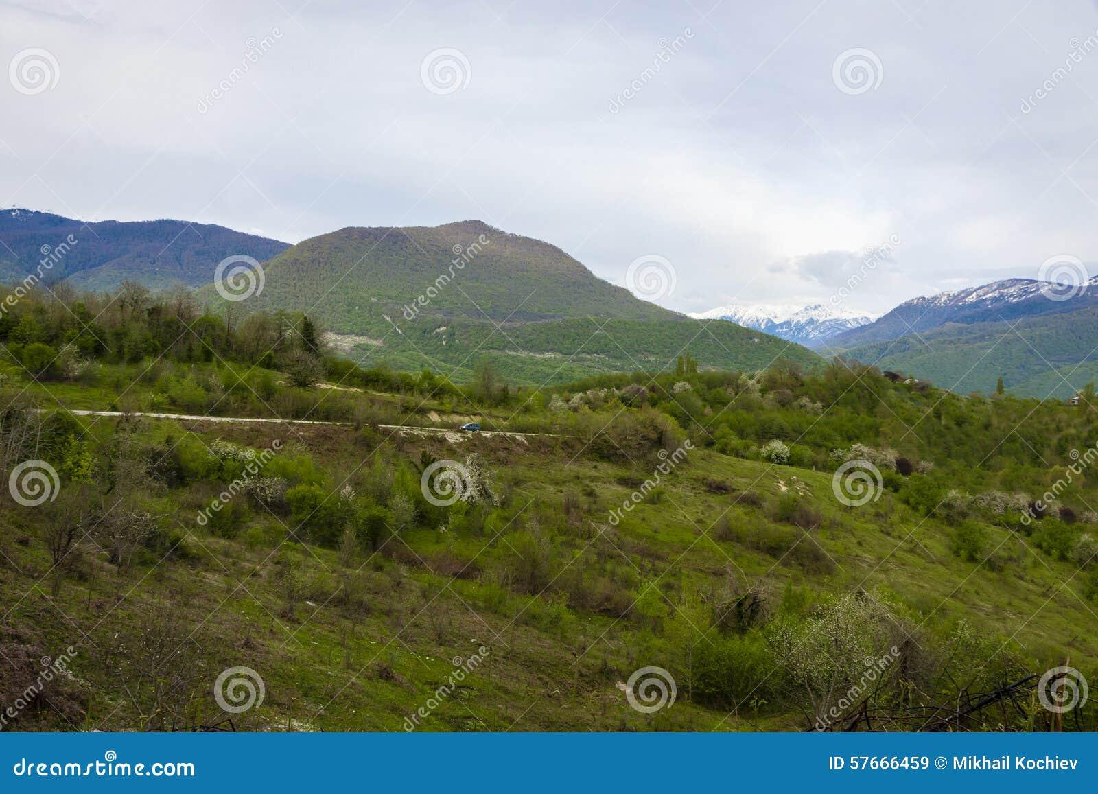Samochód w górach