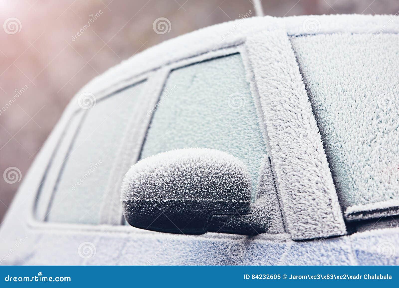 Samochód zakrywający zamrażać