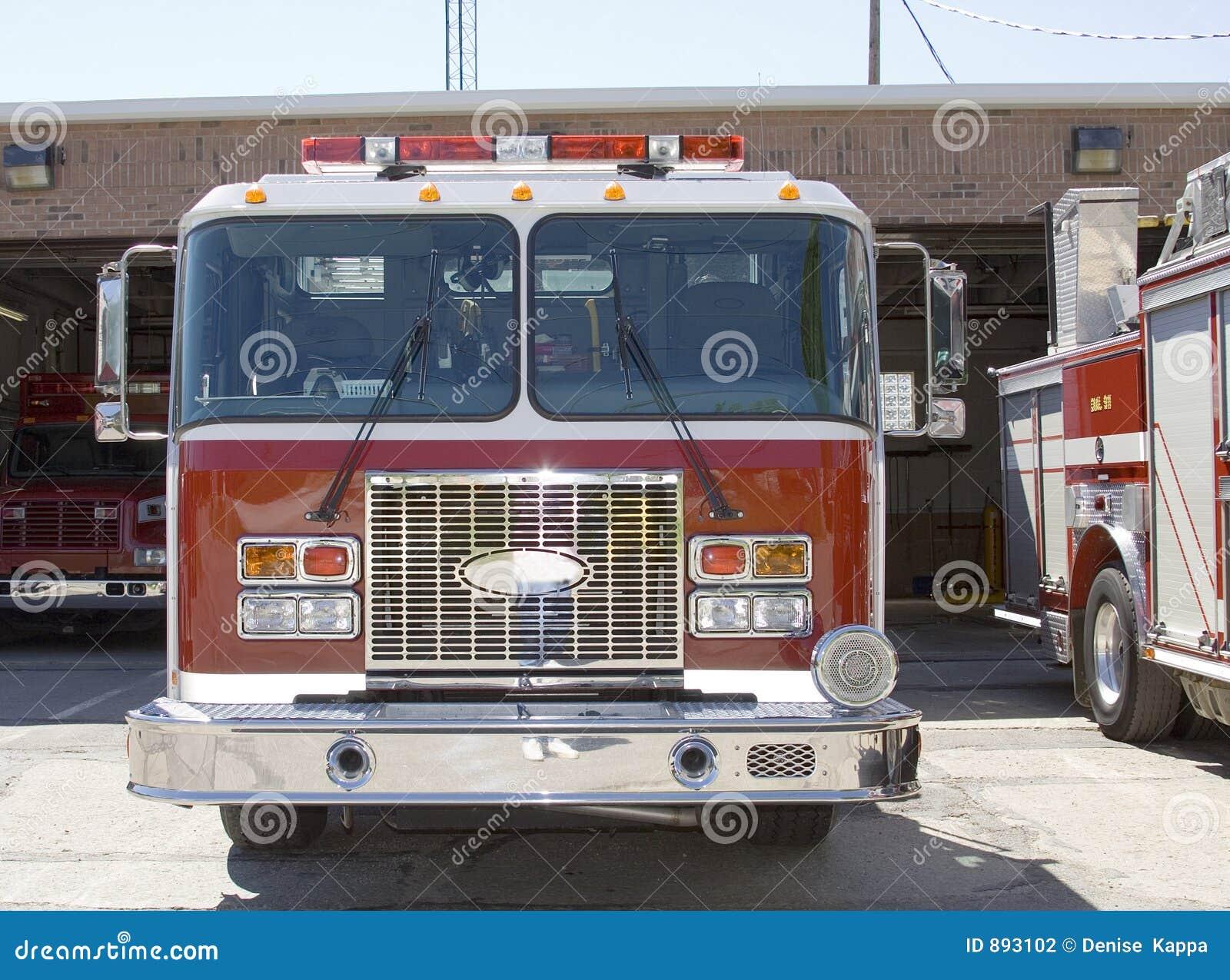 Samochodów strażackich czekać