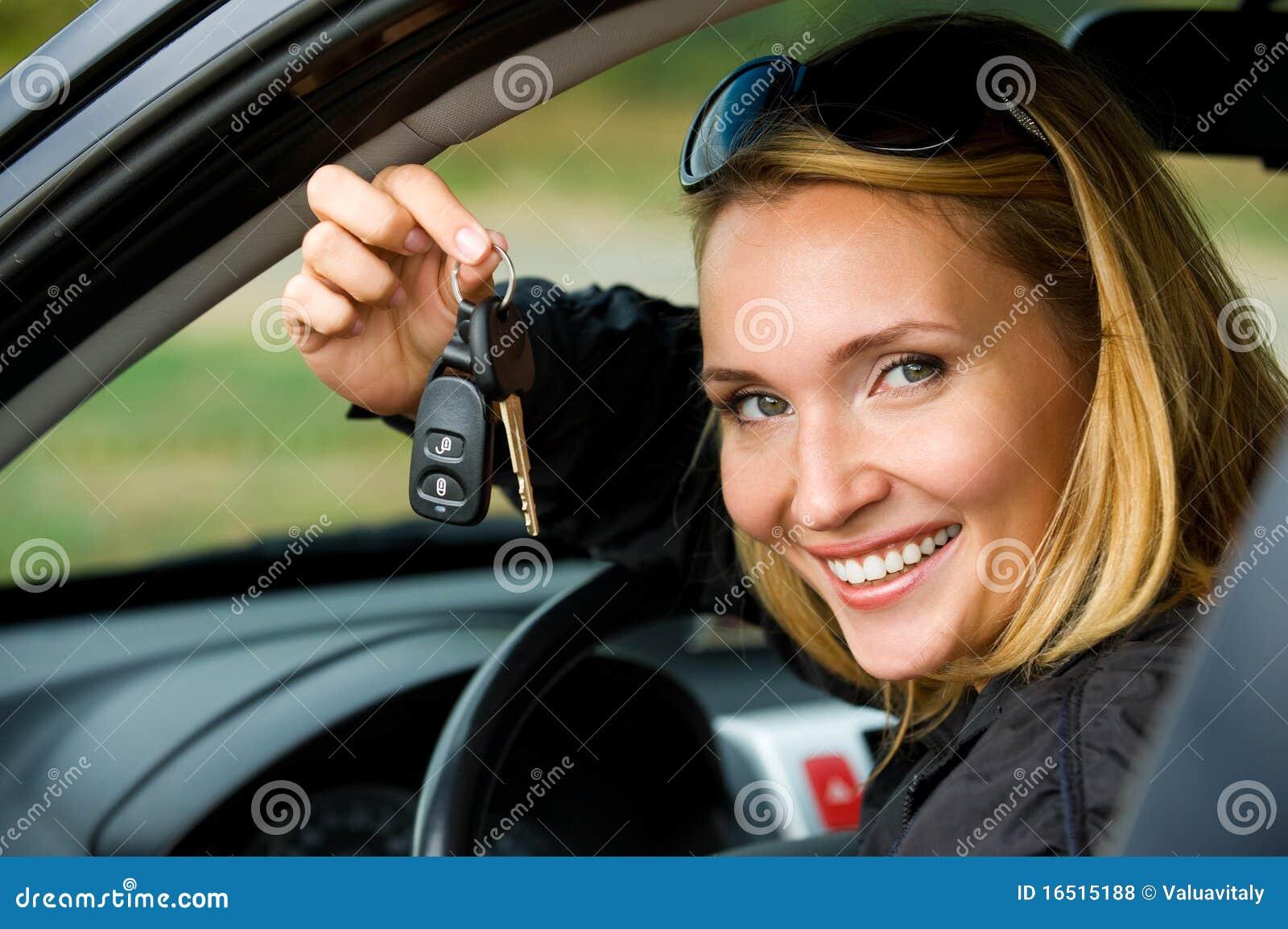 Samochodowa kluczy przedstawienie kobieta